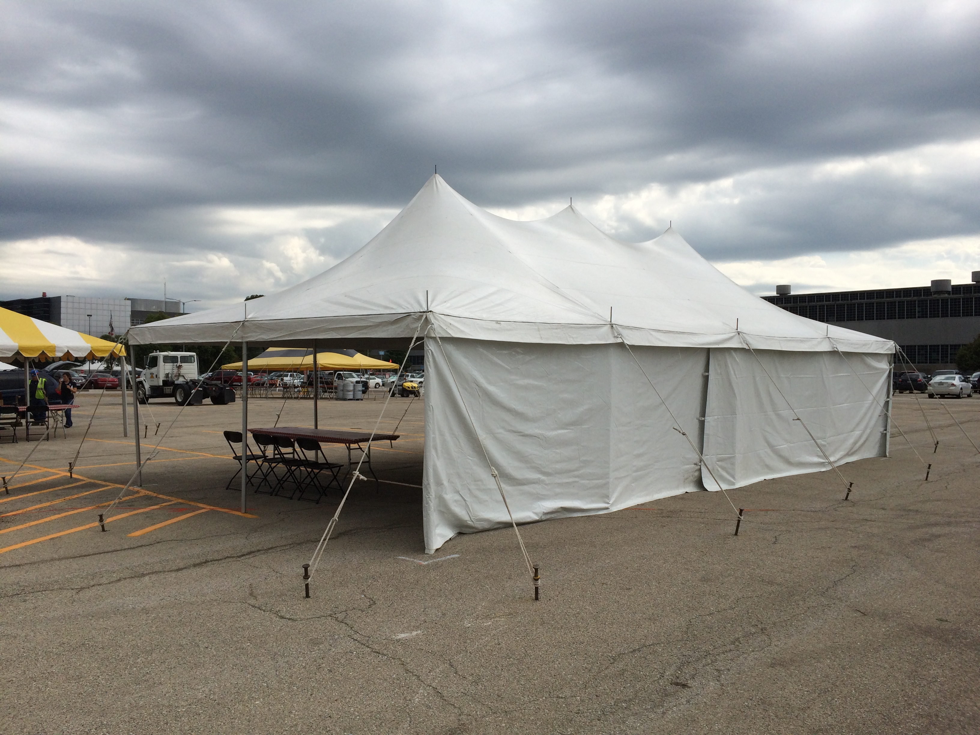 20u2032 x 40u2032 Elite rope and pole tent on asphalt with stakes. & 20ft. x 40ft. Rope u0026 Pole Event Tent Rental | Elite