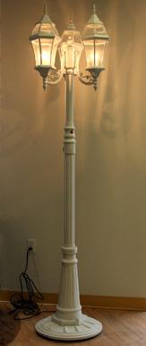 three-globe-lamp-post-rental