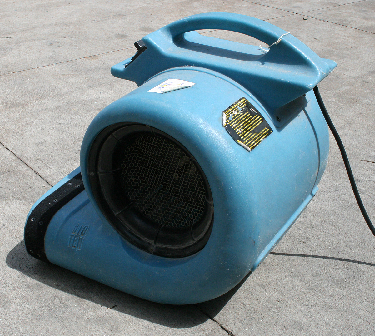 Air mover for floor and carpet drying iowa city cedar for Floor drying fan rental