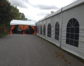 Entrance tent to 18m x 60m (60′ x 197′) Losberger event structure