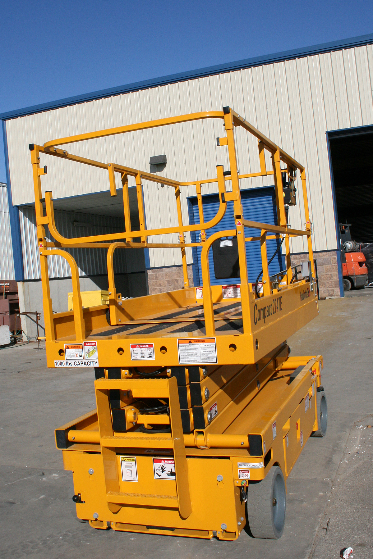 Rent 32 7 Quot Scissor Lift W Table Iowa City Cedar Rapids Ia