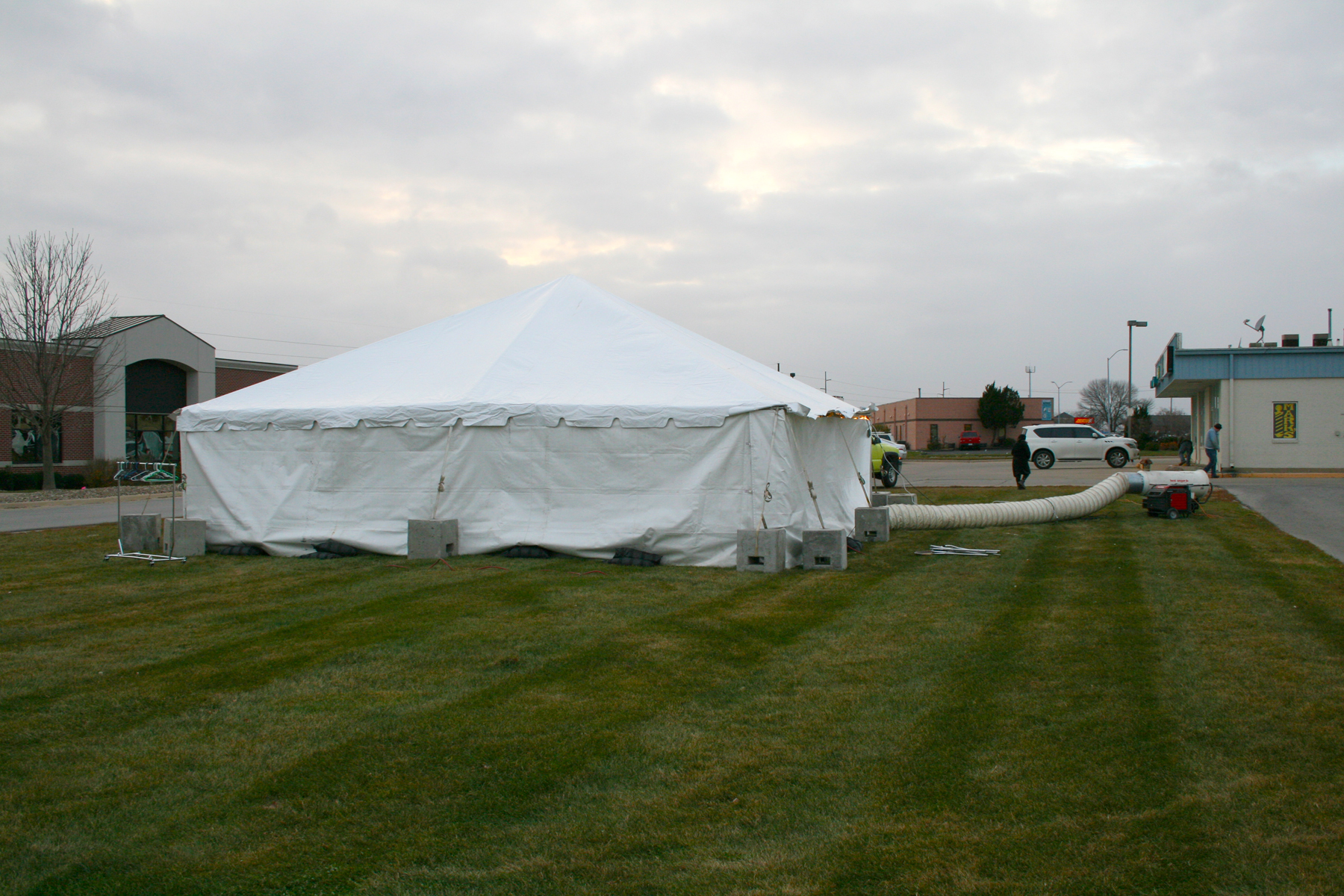 Cold Weather Tents : Heated tent rentals outdoor winter events in ia il