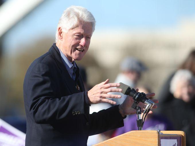 President Bill Clinton At Podium In Des Moines Iowa City