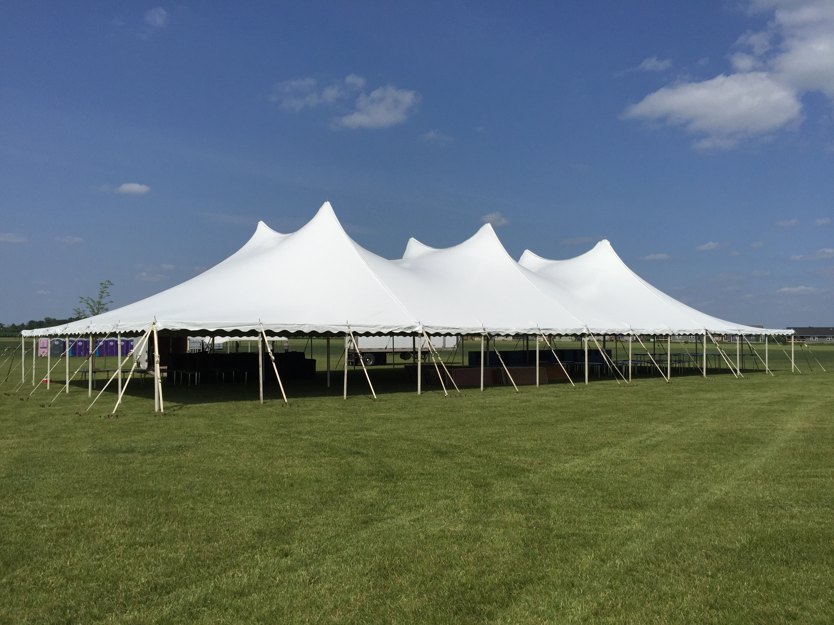 60 39 x 120 39 twin pole rope pole tent rental ia il mo for Fenetre 60 x 120