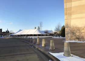 40′ x 100′ rope and pole tent setup in Dubuque, Iowa